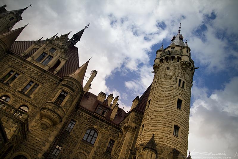 Schloß Moschen. Barokowo-neogotycko-neorenesansowa architektura może sie podobać. Inaczej to ujmę... nie ma prawa się nie podobać.